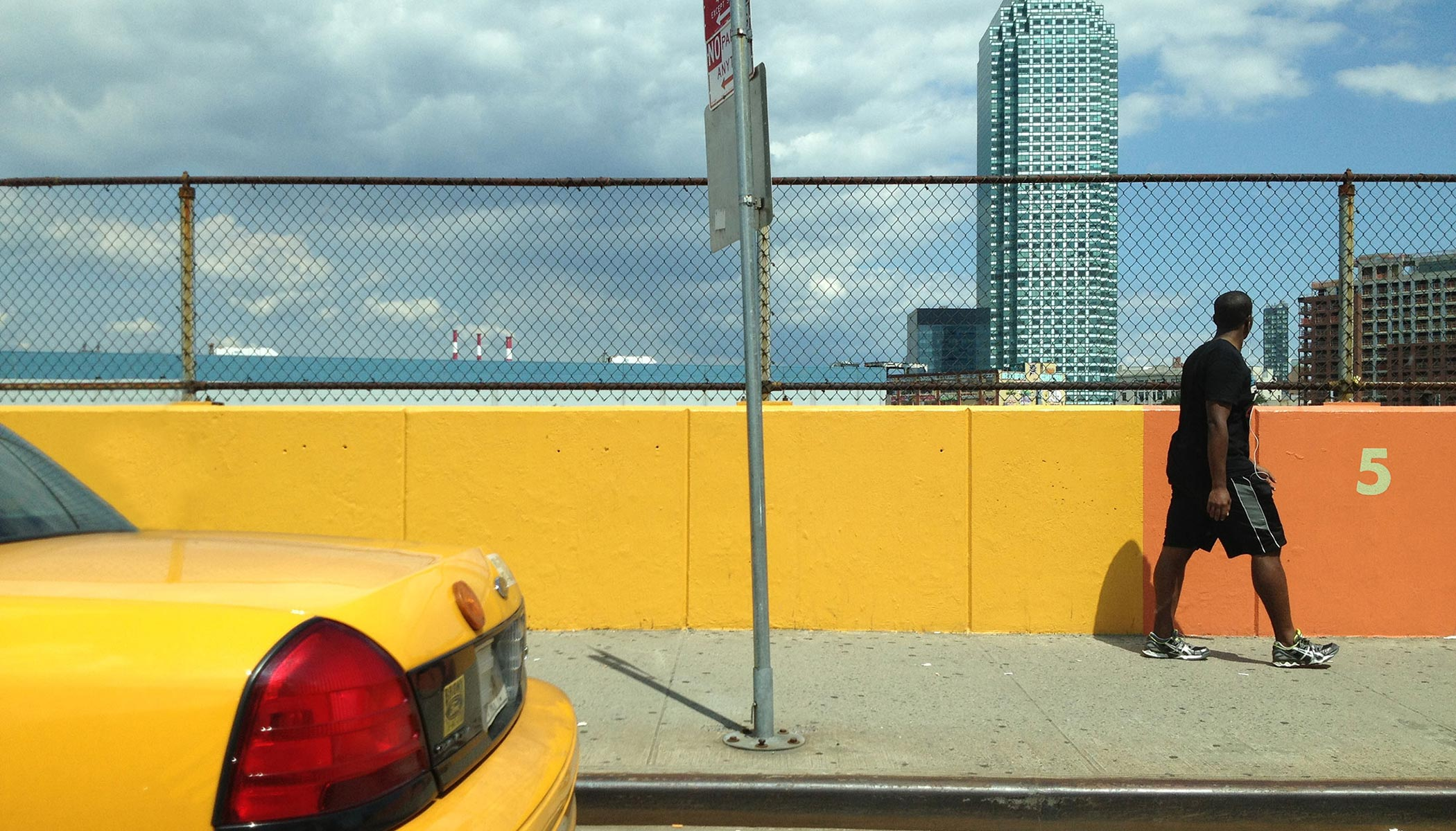 Life-new-york-yellow-cab-yellow-wall